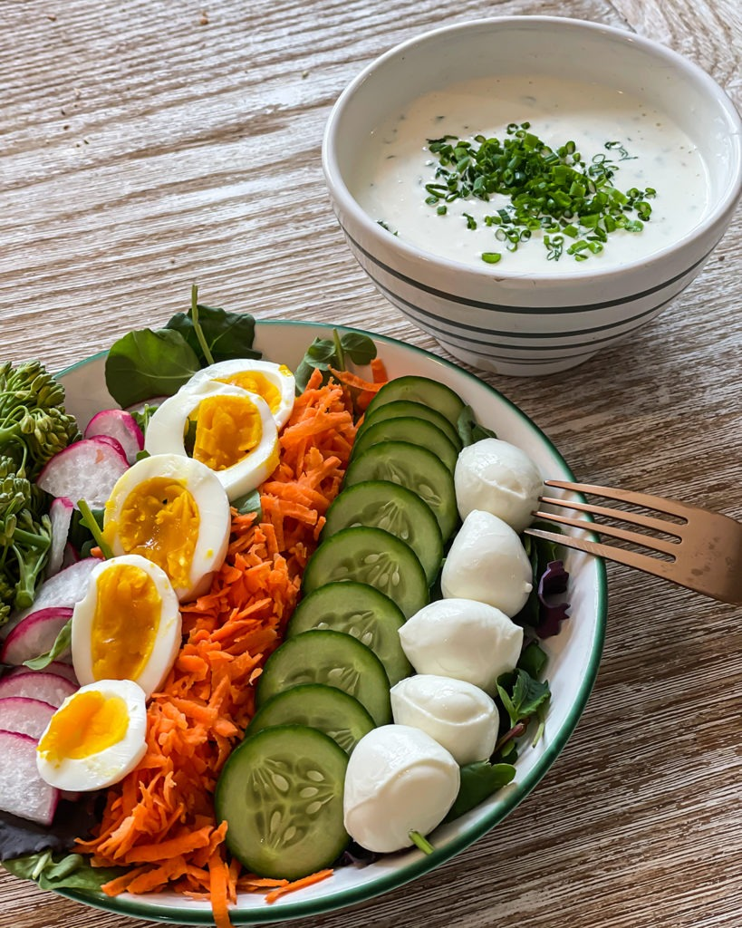 Salat mit Ranch Dressing
